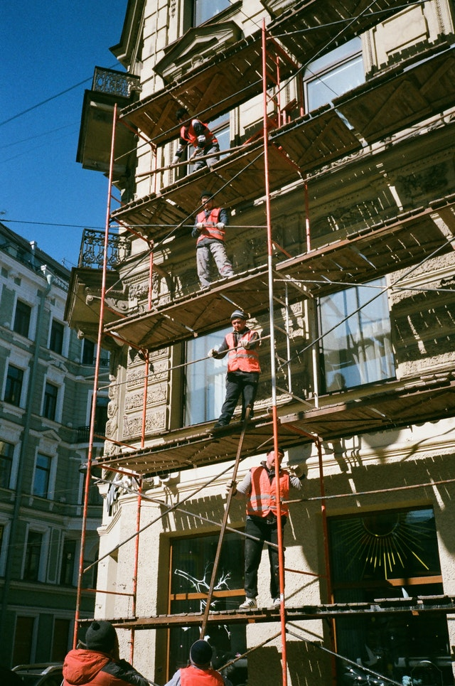 men working on scaffold in brooklyn